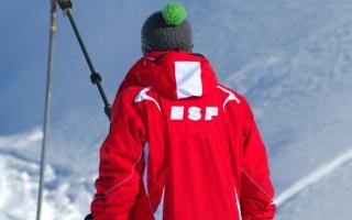 Accident d'un moniteur de ski stagiaire sur une piste fermée : qui est responsable ?